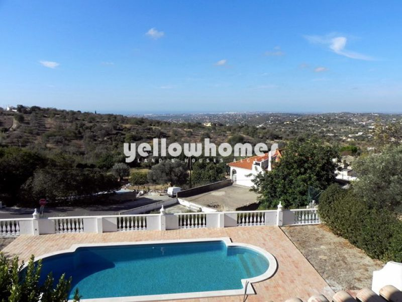 4 bed villa with pool and sea views close to amenities, central Algarve