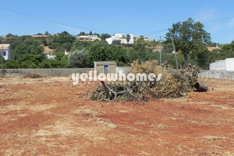 Plot directly on the main road EN125