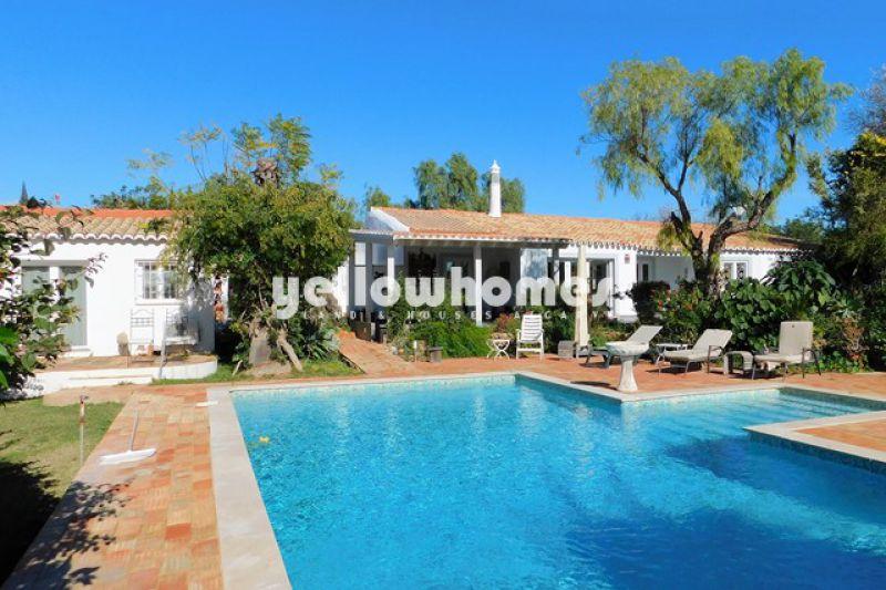 Unique Almancil 4 bed villa with 2-bed guest annex
