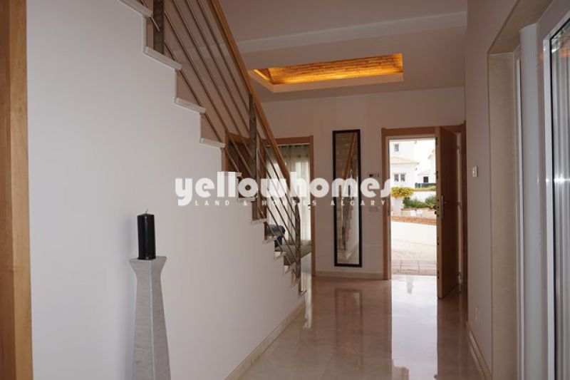 Moderna moradia V5 num condomínio privado em Vilamoura