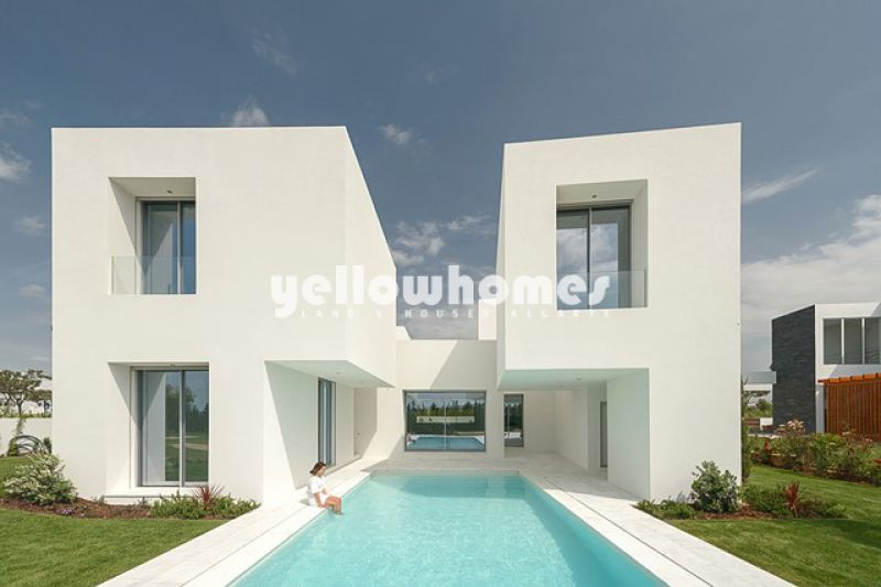 Villa for sale under construction facing the golf course in Vilamoura