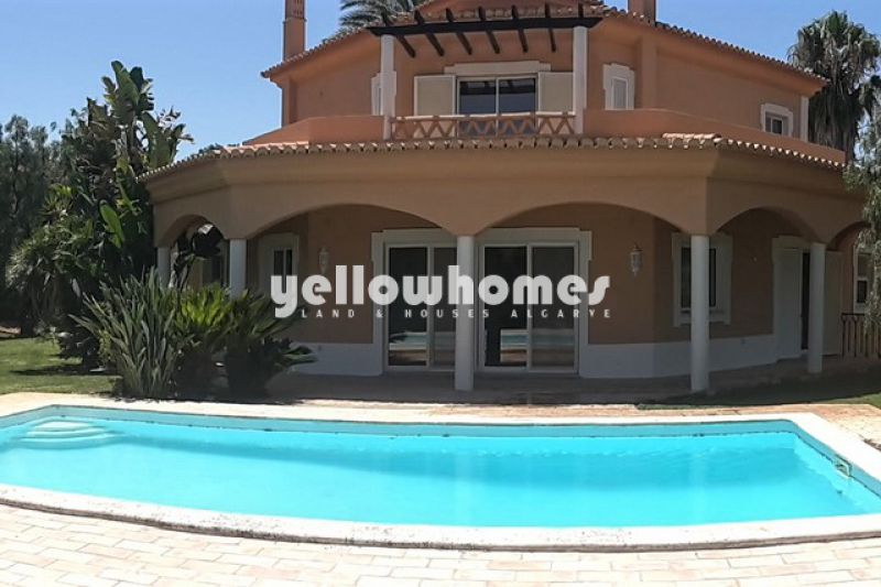 Splendid 3-bed villa in best frontline location on the Golf near Carvoeiro