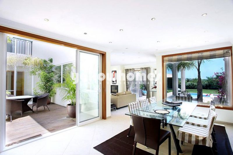 Stunning 4-bedroom villa on the outskirts of Vale do Lobo