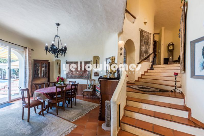 Beautiful Moorish 4 bedroom villa with sea views near Santa Barbara