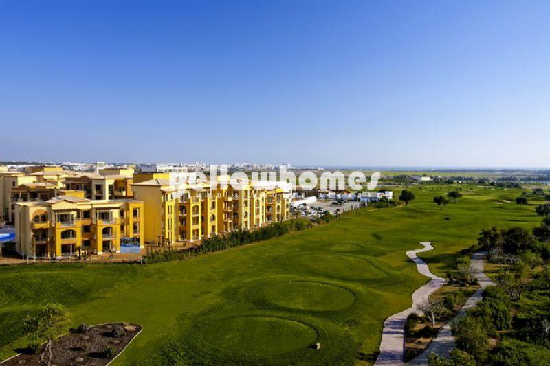 Lindo apartamento T2 no 1º andar com vista para o campo de golfe