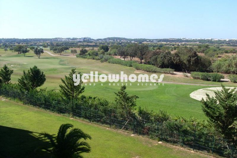Beautiful 2-bed 1st floor apartment overlooking the golf course