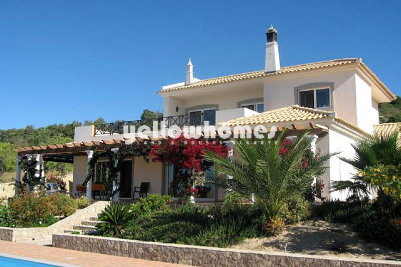 Good quality built villa with stunning views to the Atlantic