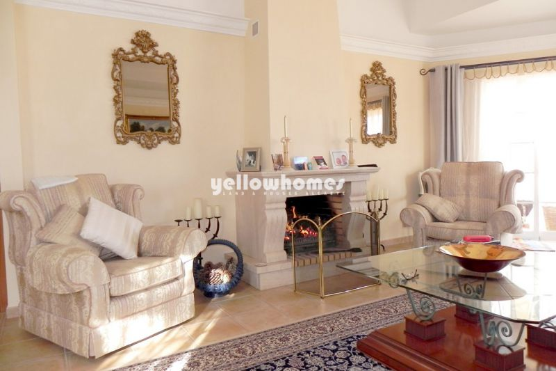 A 4-bedroom villa with central heating and pool near Boliqueime